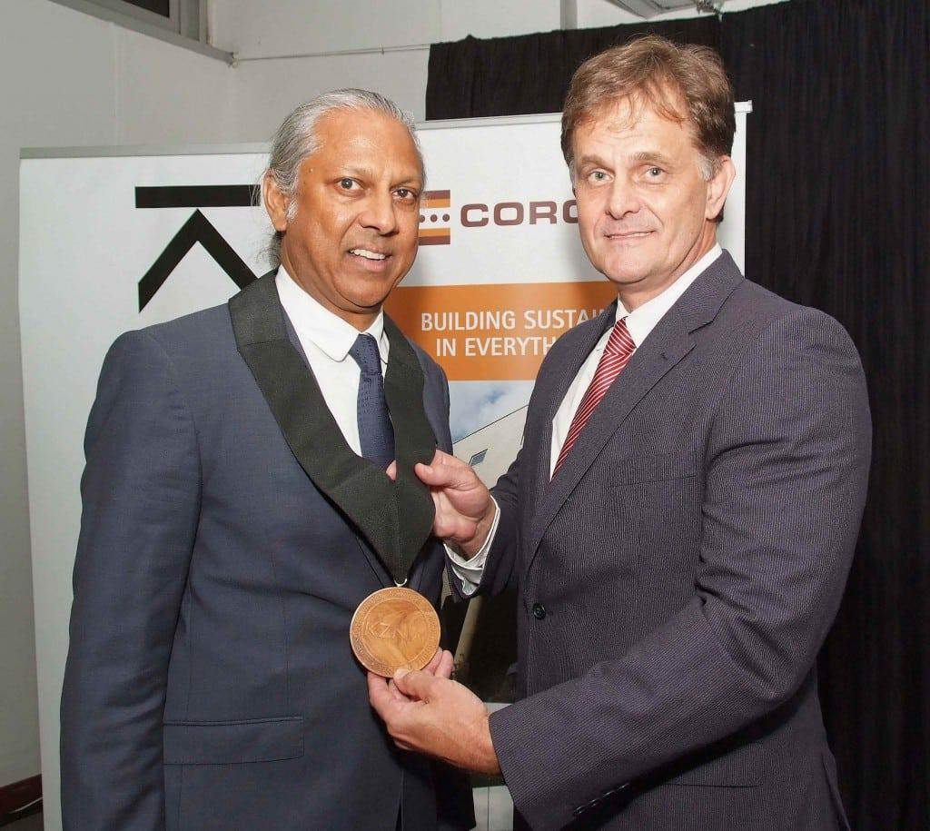 Kevin Bingham (right) outgoing President of the KZN Institute for Architecture inducts Ruben Reddy as the new President of the KwaZulu-Natal Institute for Architecture (KZNIA) at an inauguration ceremony in the Presidential Suite at Sahara Stadium, Kingsmead on 31 March 2015.