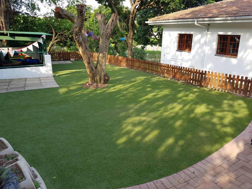 Easi-Knightsbridge 20c was used, which has a 20mm pile height that is an easily maintained good looking artificial grass preferred by household pets and children.