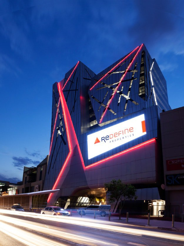 The iconic Rosebank Link building features South Africa's first custom-designed full-colour LED video screen engineered to be an integral part of the building's fabric.