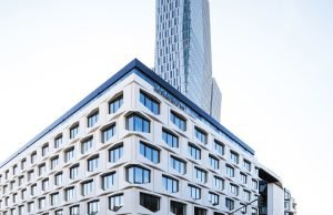 The use of Sintered Stone for the angular three-dimensional design for the façade panels of the Flare of Frankfurt building demonstrates Neolith's suitability for the urban environment.